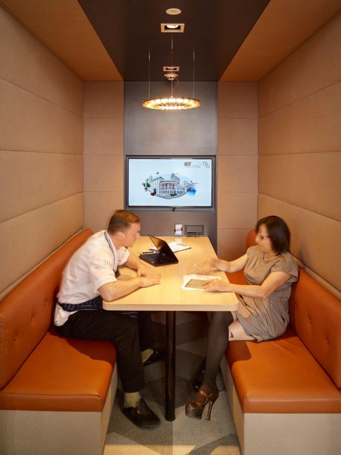 Interactive Hotdesk Integration   Corporate Audio Visual   Snelling