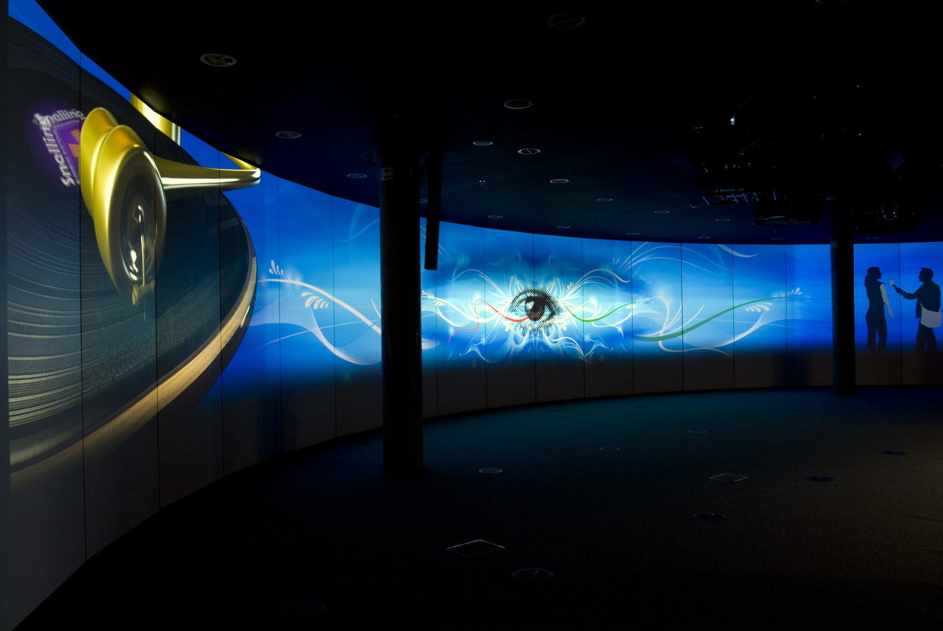Fusion Gallery curved wall projector installation